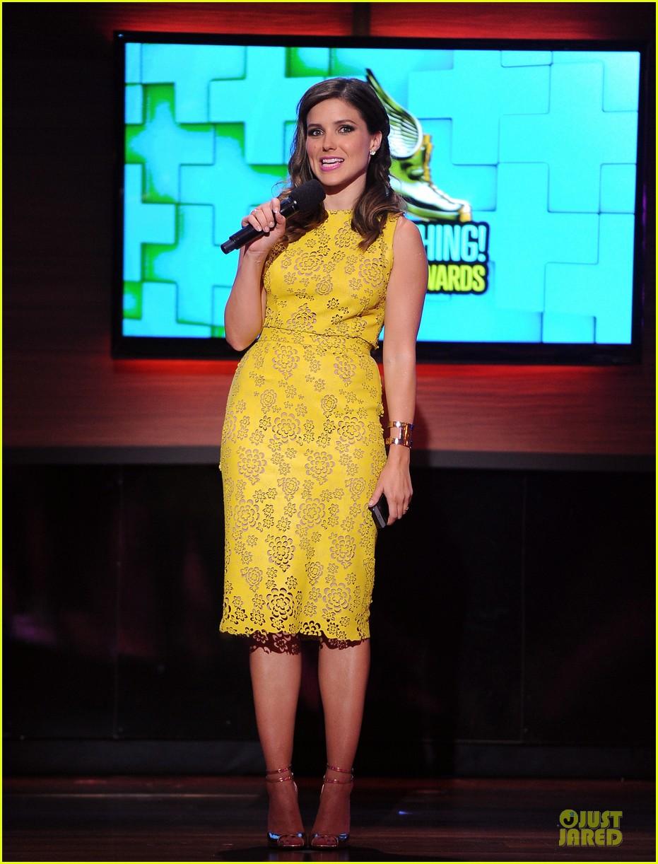 sophia bush host do something awards in different dresses 032921253