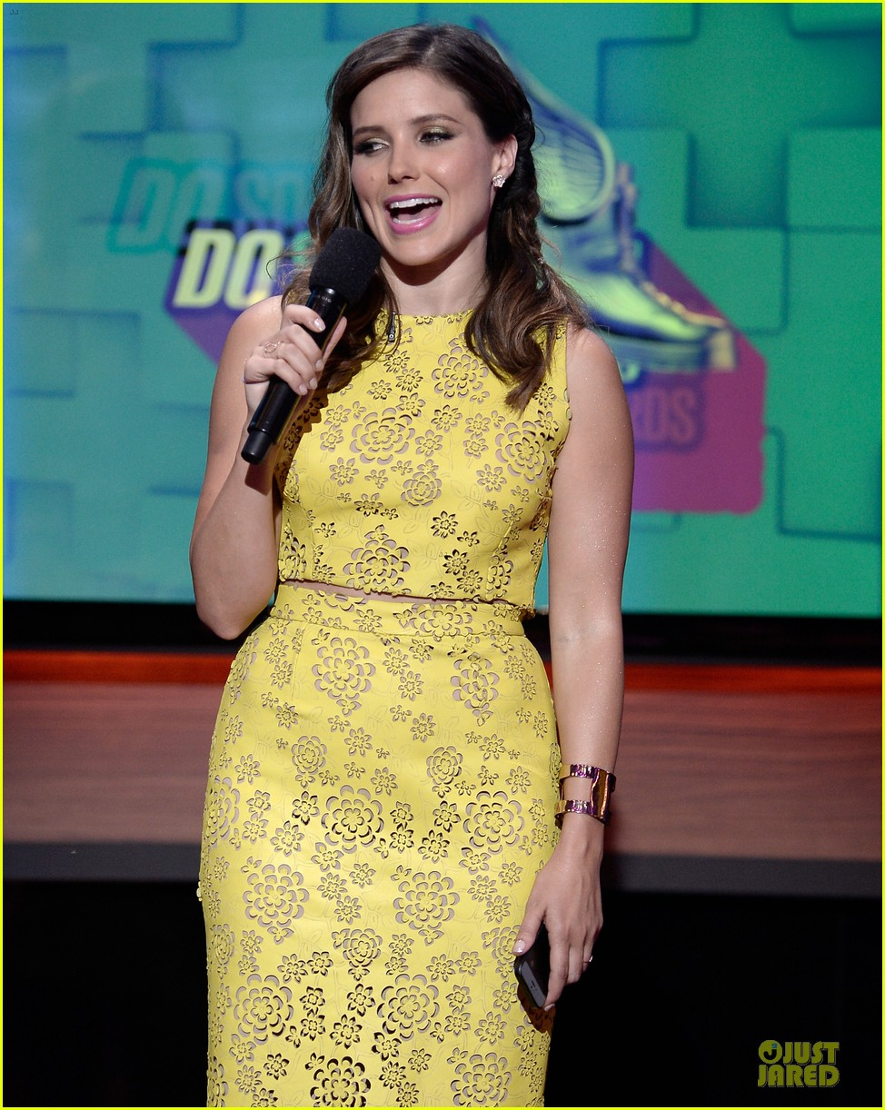sophia bush host do something awards in different dresses 062921256