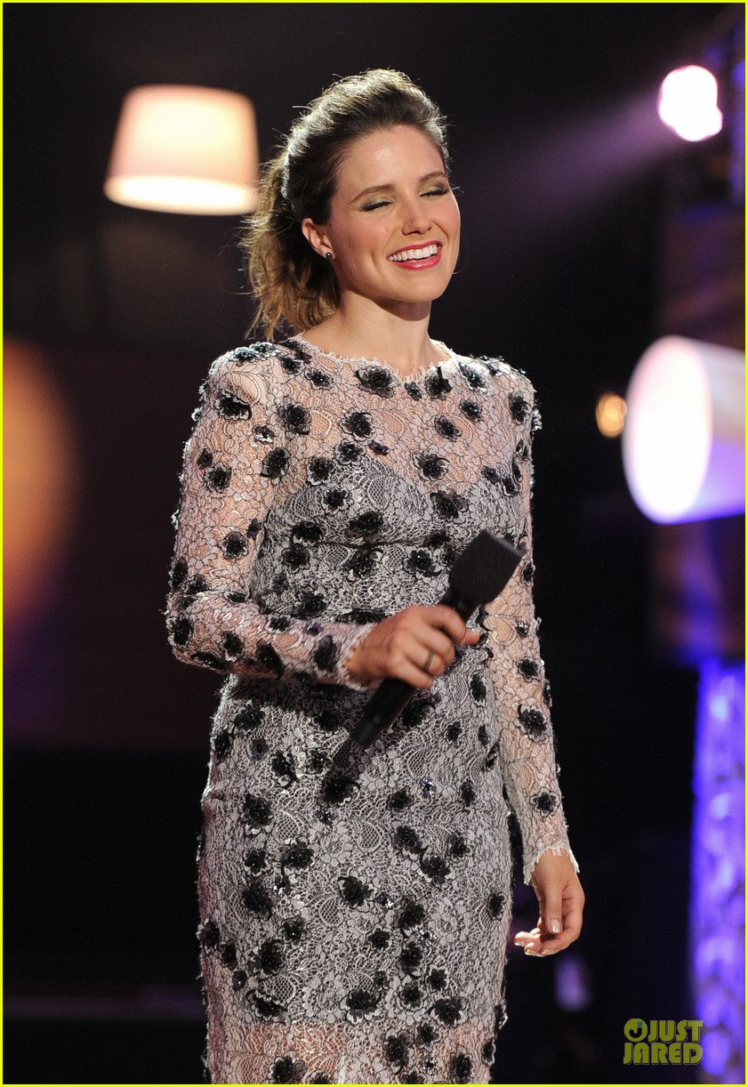 sophia bush host do something awards in different dresses 102921260