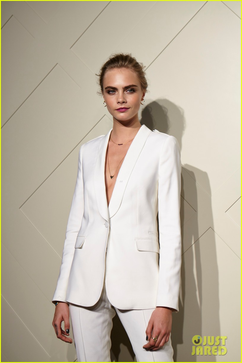 cara delevingne burberry art of the trench party 032940762