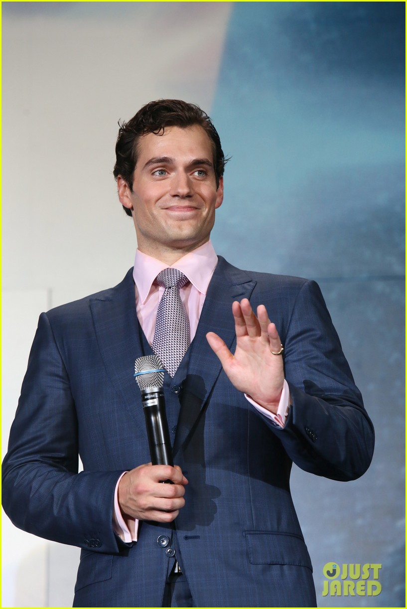 henry cavill man of steel japan premiere 042934644