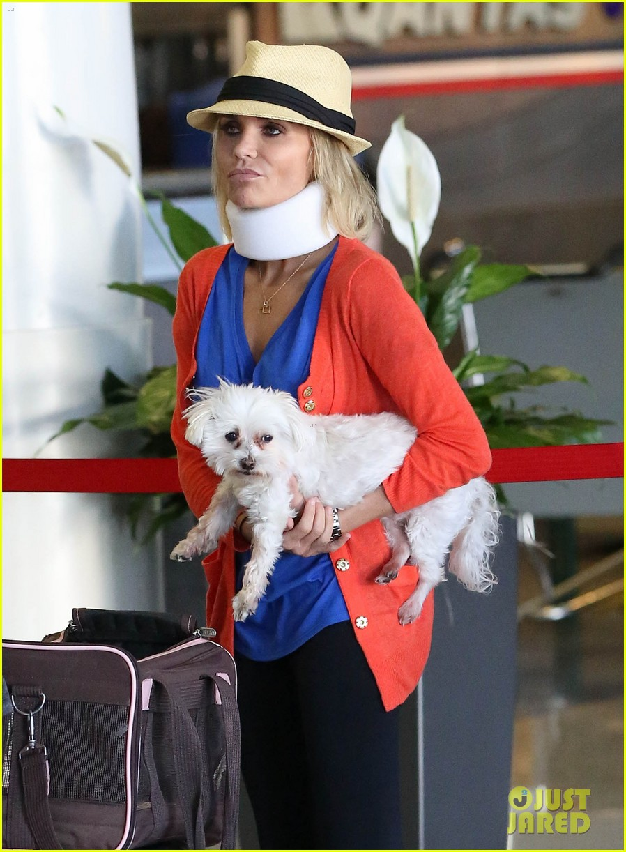 kristin chenoweth wears neck brace for flight to miami 092927217