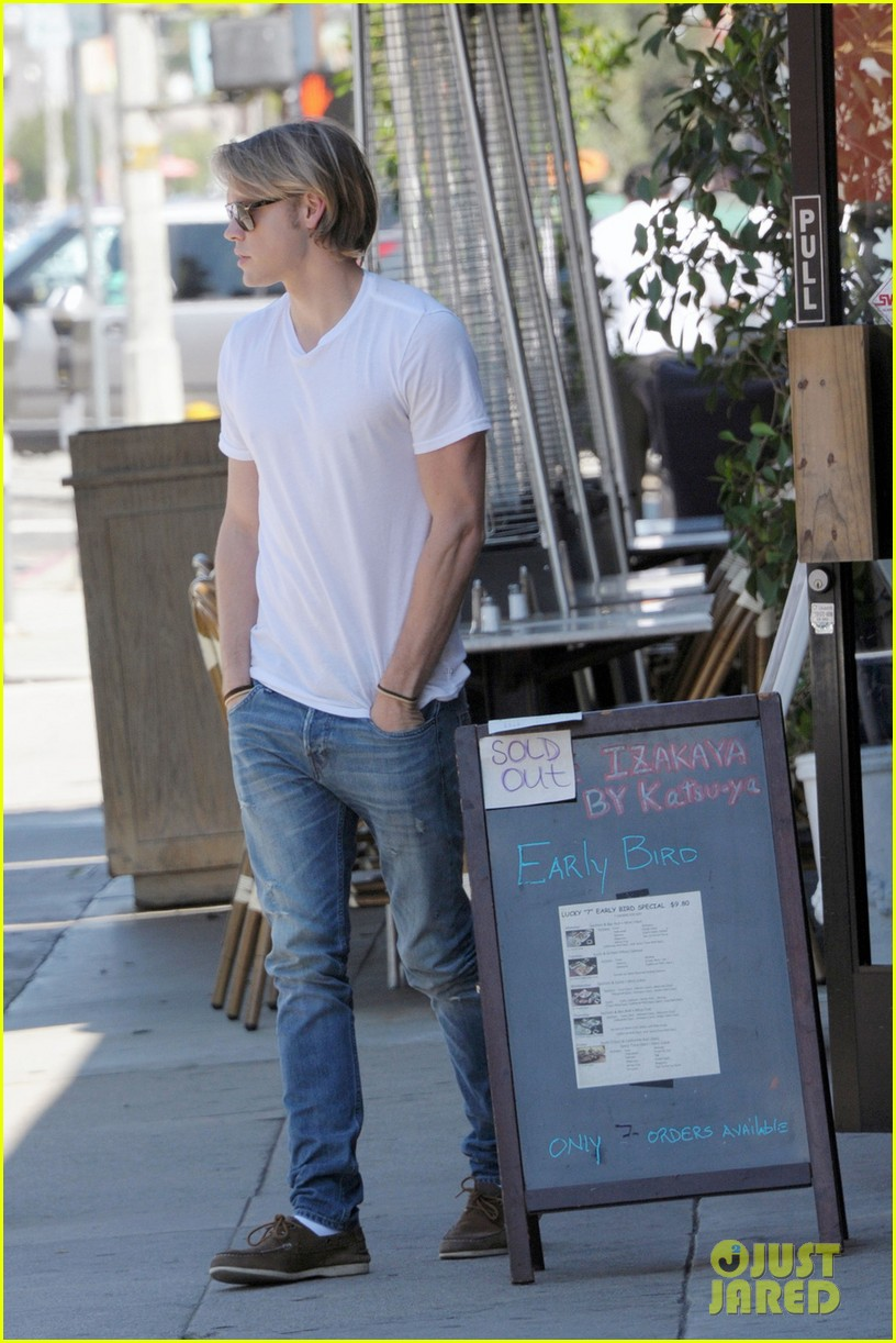 chord overstreet lunches after glee begins filming 012925433