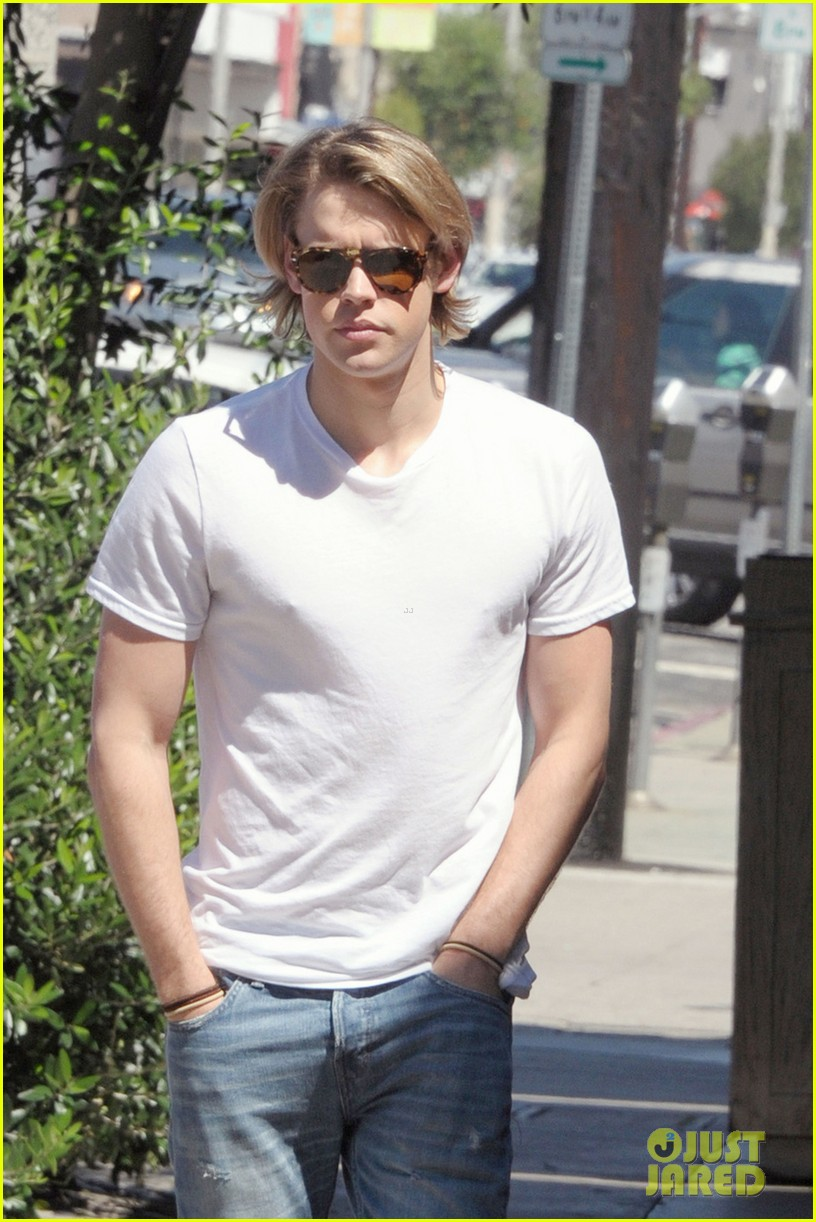 chord overstreet lunches after glee begins filming 022925434