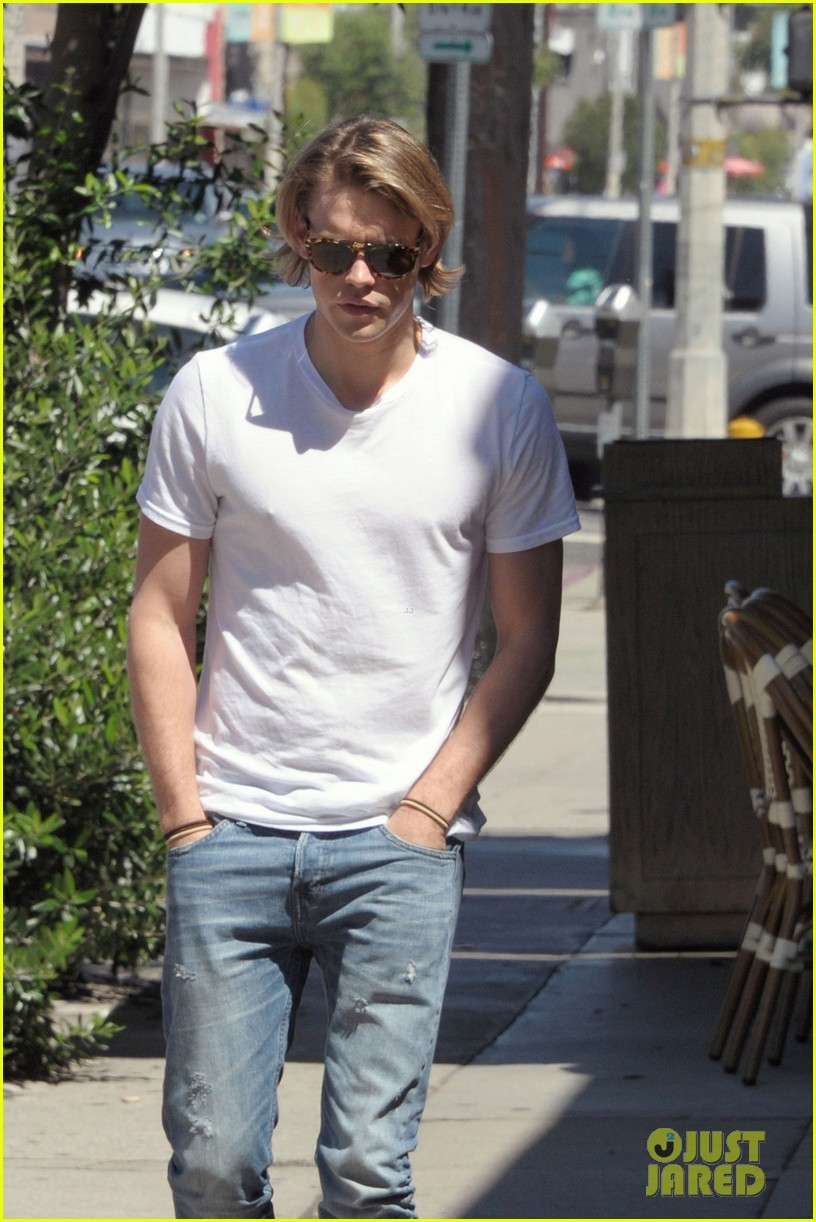 chord overstreet lunches after glee begins filming 032925435