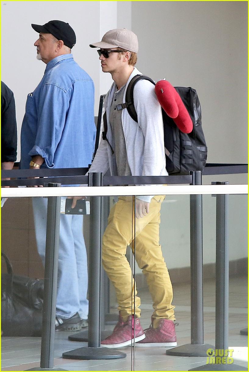 hayden christensen fly yellow stud at lax airport 03