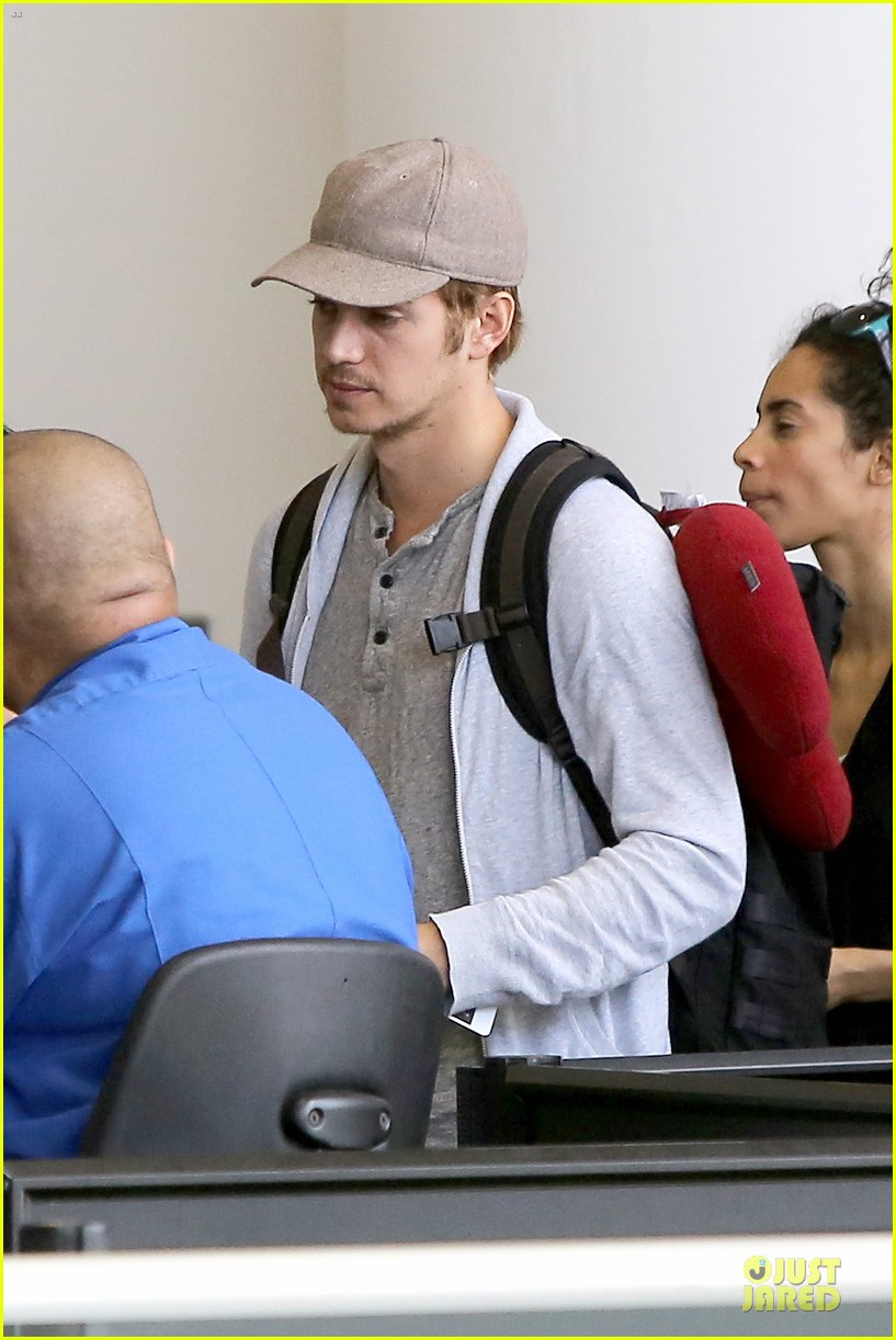 hayden christensen fly yellow stud at lax airport 112930266