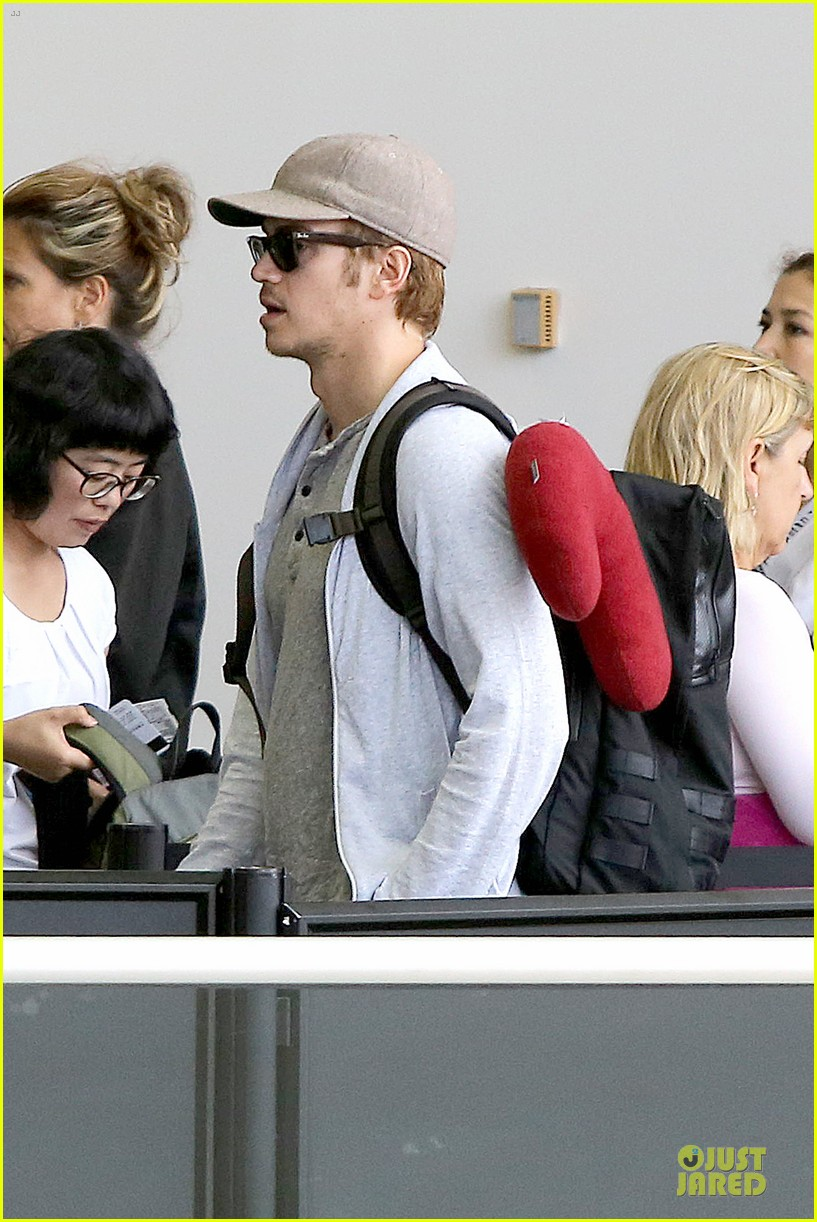hayden christensen fly yellow stud at lax airport 122930267