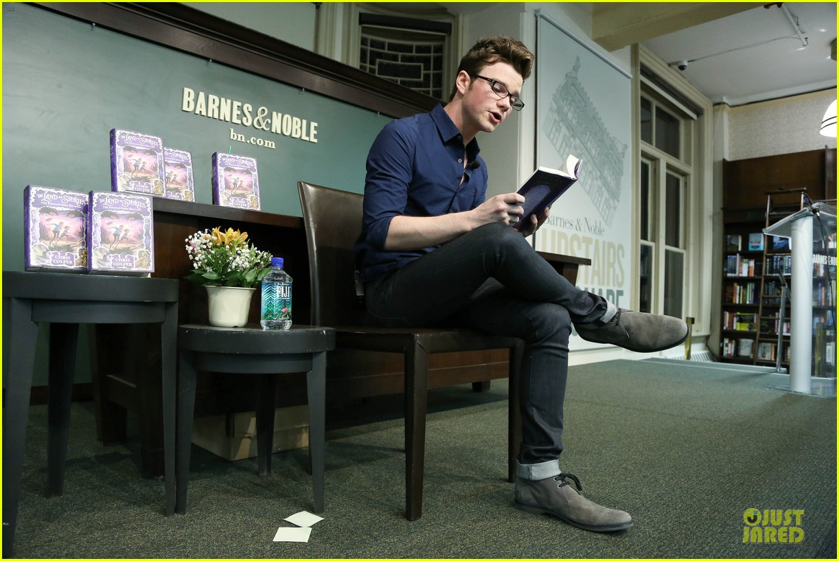 chris colfer land of stories the enchantress returns book event 032924675