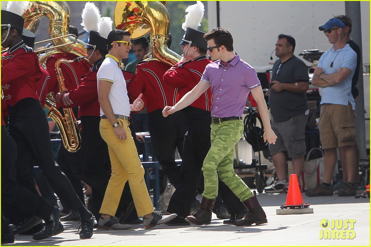 chris colfer darren criss kiss as klaine for glee 06