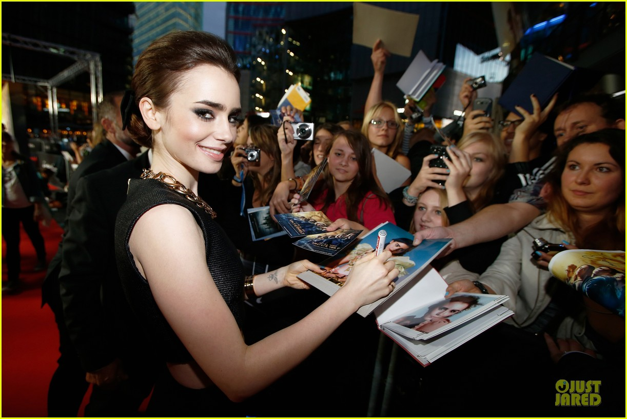 lily collins jamie campbell bower city of bones berlin premiere 062934356