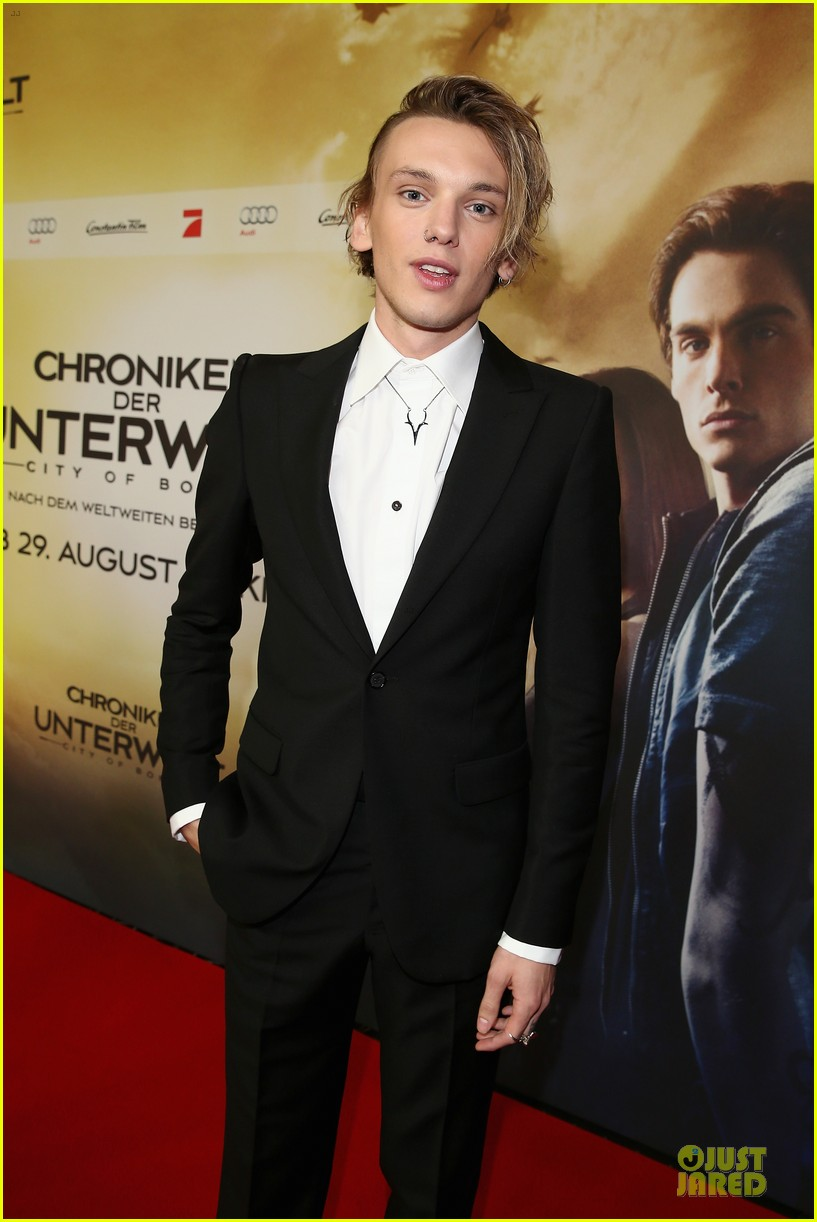 lily collins jamie campbell bower city of bones berlin premiere 102934360
