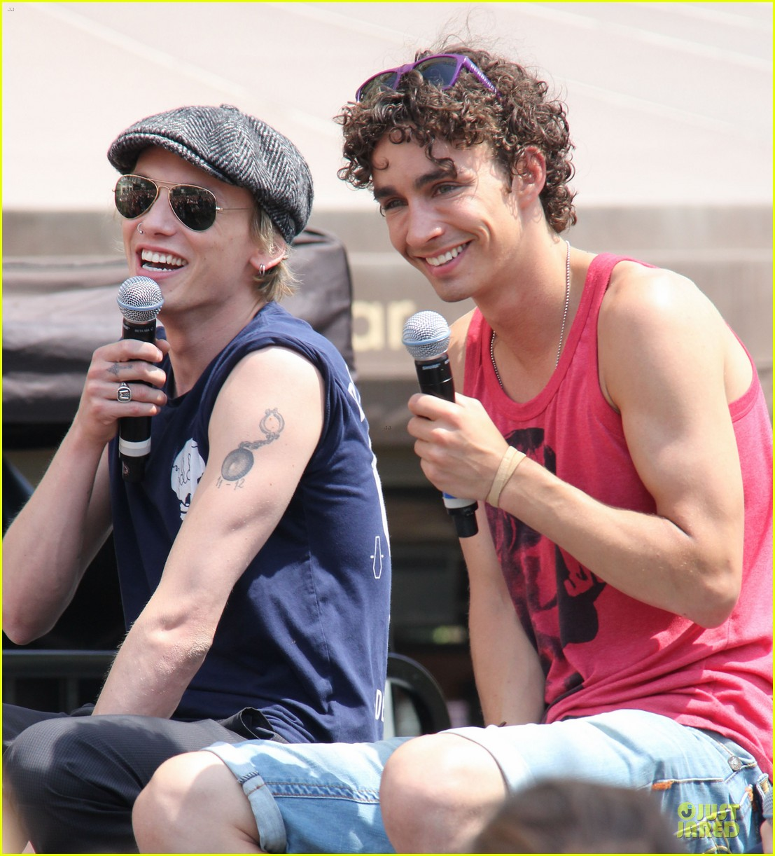 lily collins jamie campbell bower bower are very close despite split 162929802