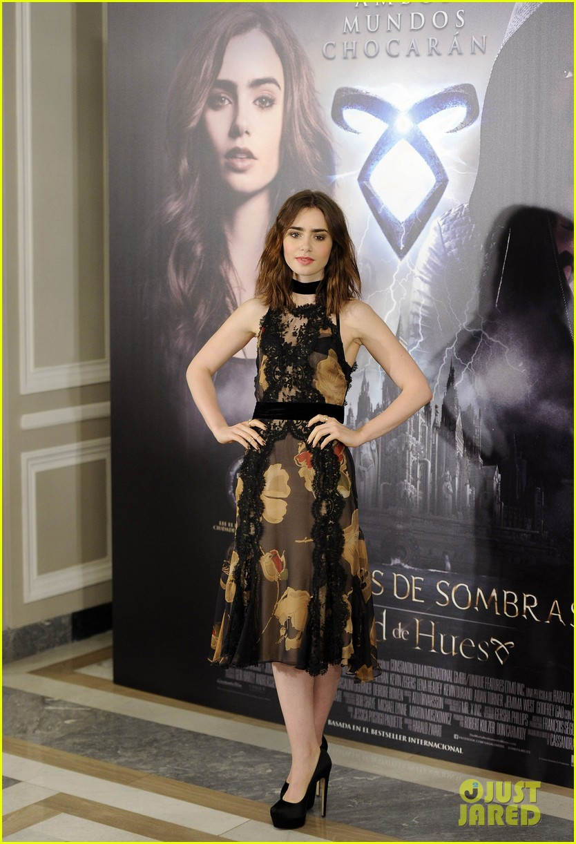 lily collins jamie campbell bower mortal instruments madrid photo call 012935469