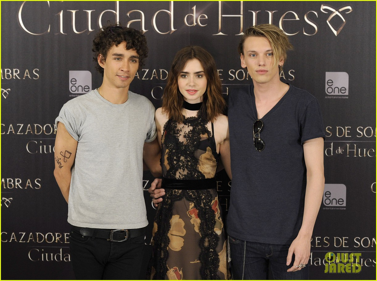 lily collins jamie campbell bower mortal instruments madrid photo call 202935488