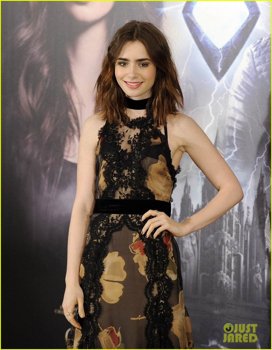 lily collins jamie campbell bower mortal instruments madrid photo call 232935491