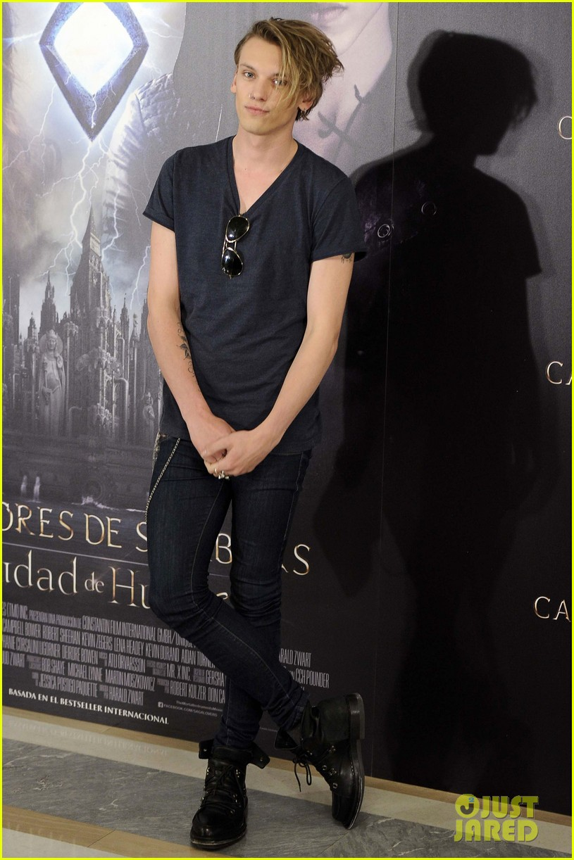 lily collins jamie campbell bower mortal instruments madrid photo call 282935496