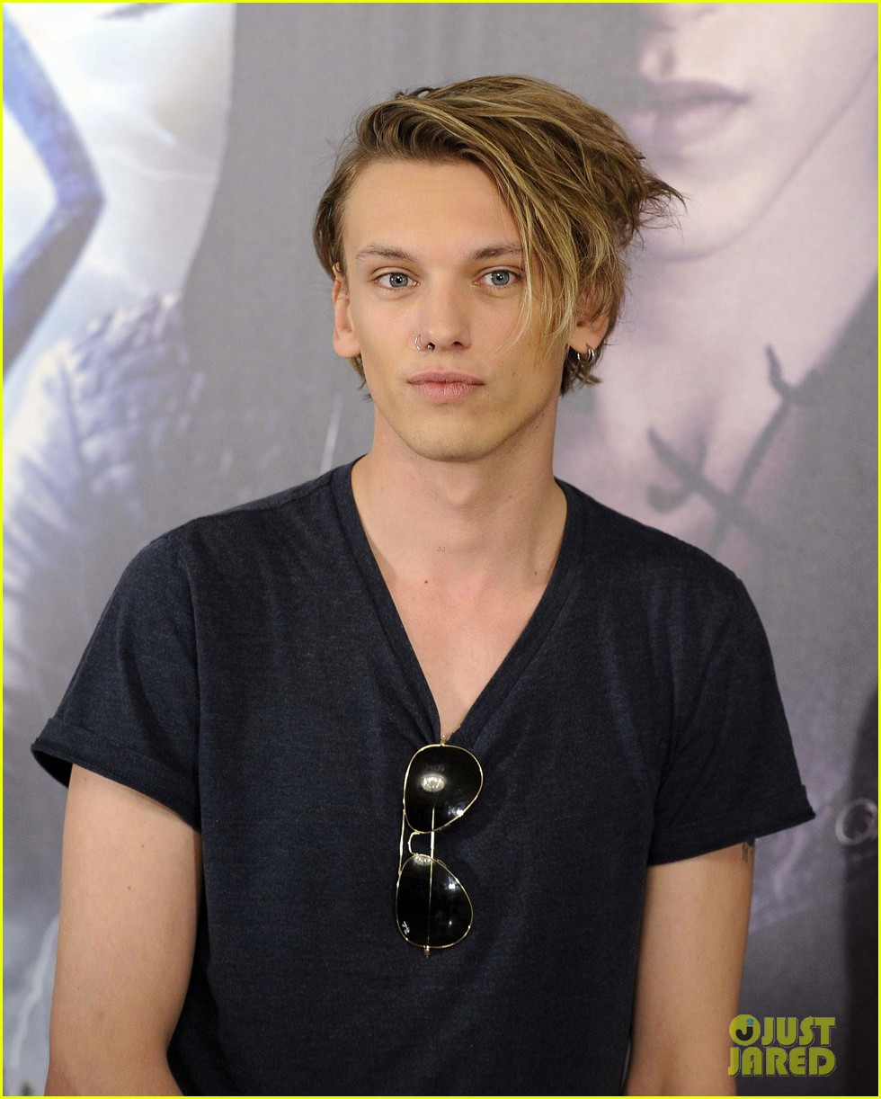 lily collins jamie campbell bower mortal instruments madrid photo call 292935497