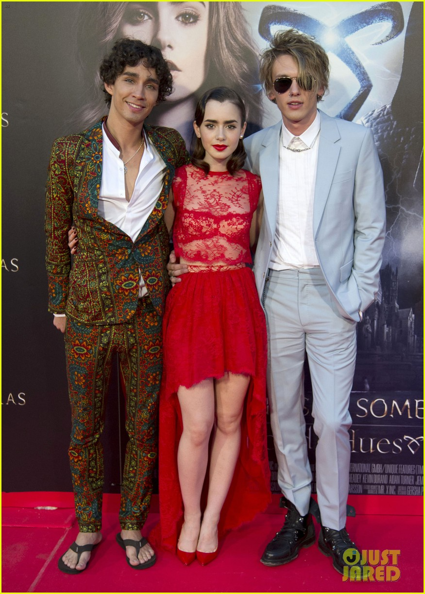 lily collins jamie campbell bower mortal instruments madrid premiere 032935592