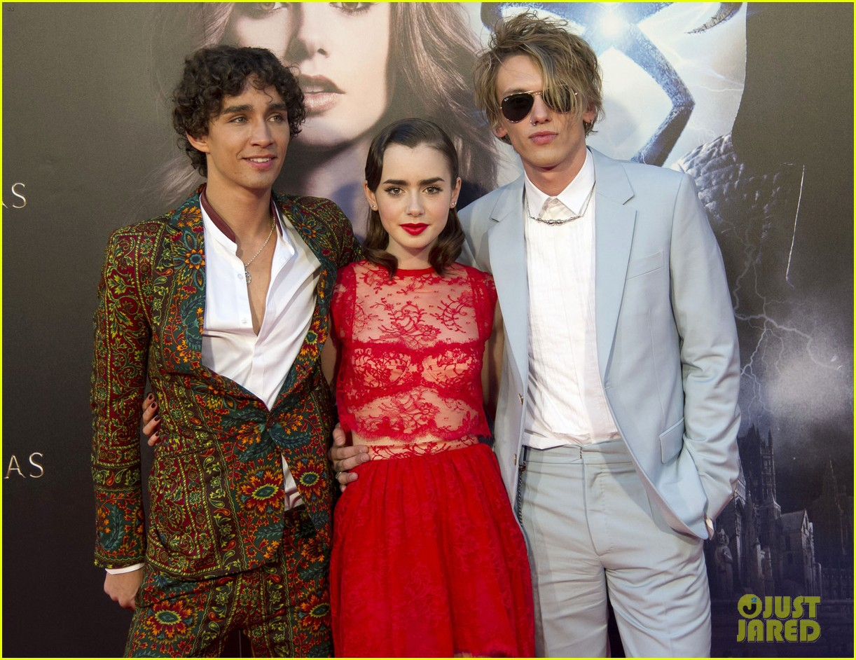 lily collins jamie campbell bower mortal instruments madrid premiere 182935607