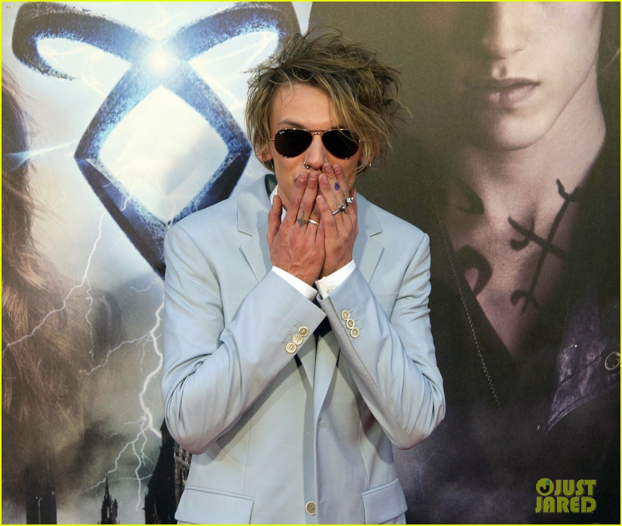 lily collins jamie campbell bower mortal instruments madrid premiere 202935609