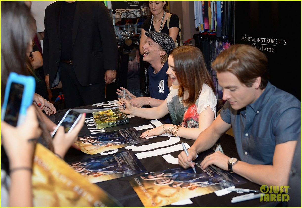 lily collins jamie campbell bower mortal instruments in miami 032921622