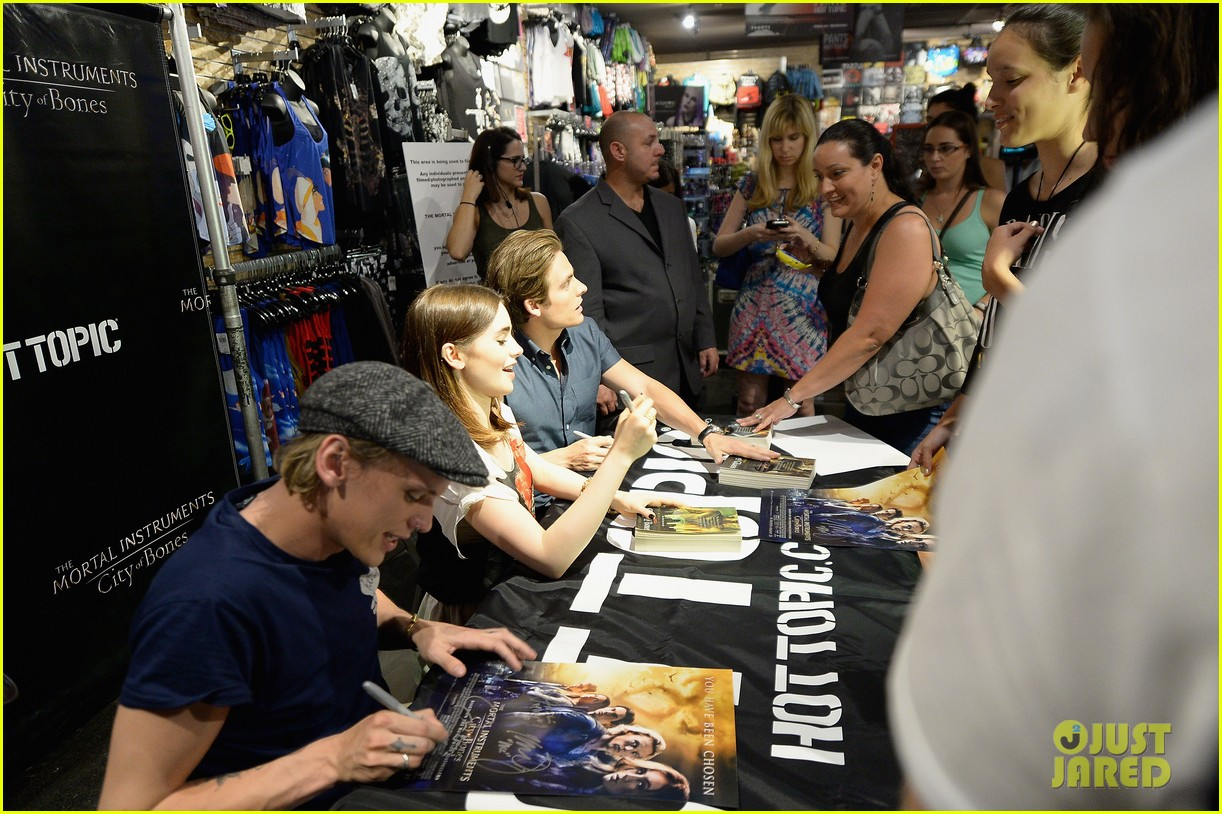 lily collins jamie campbell bower mortal instruments in miami 152921634