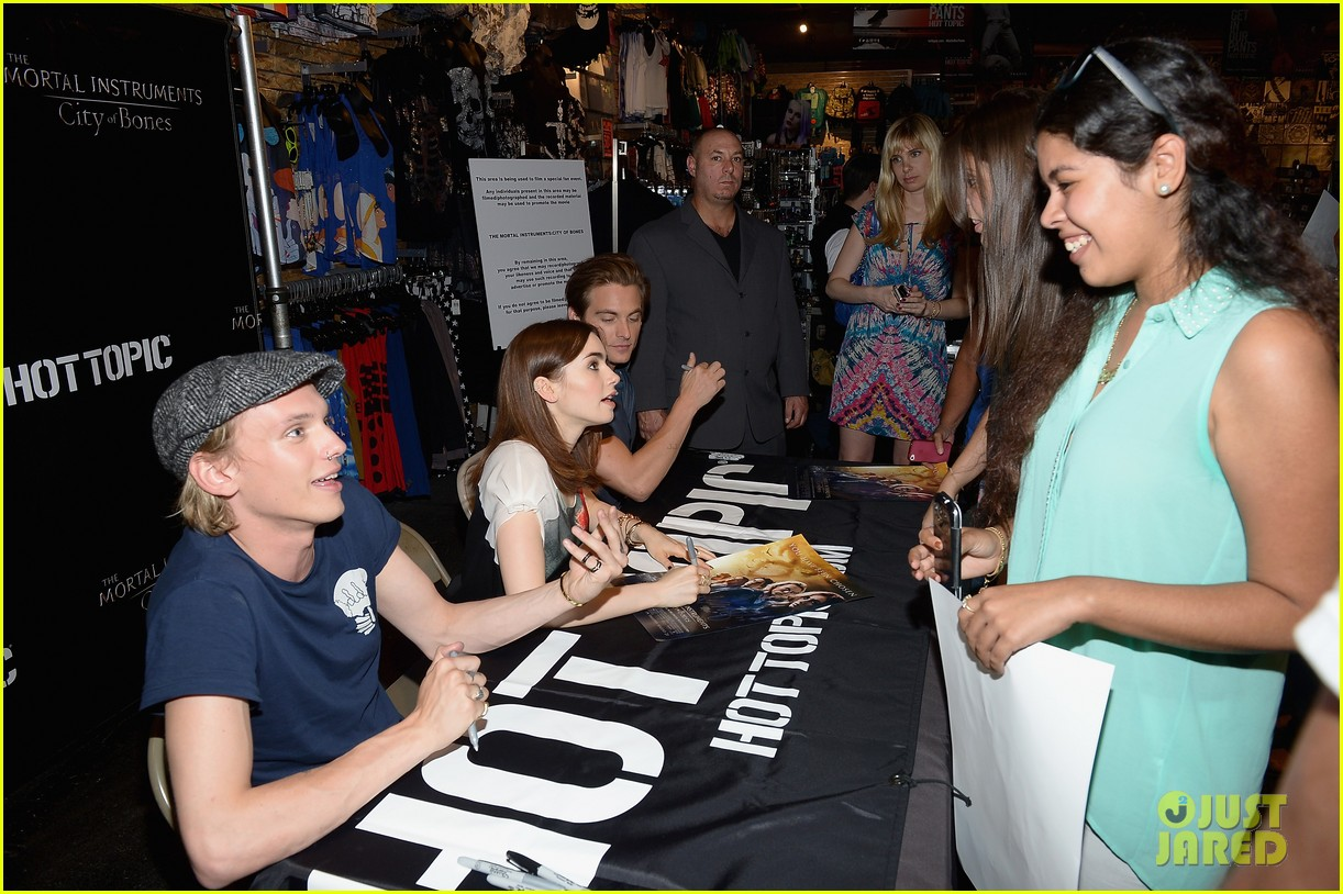 lily collins jamie campbell bower mortal instruments in miami 162921635