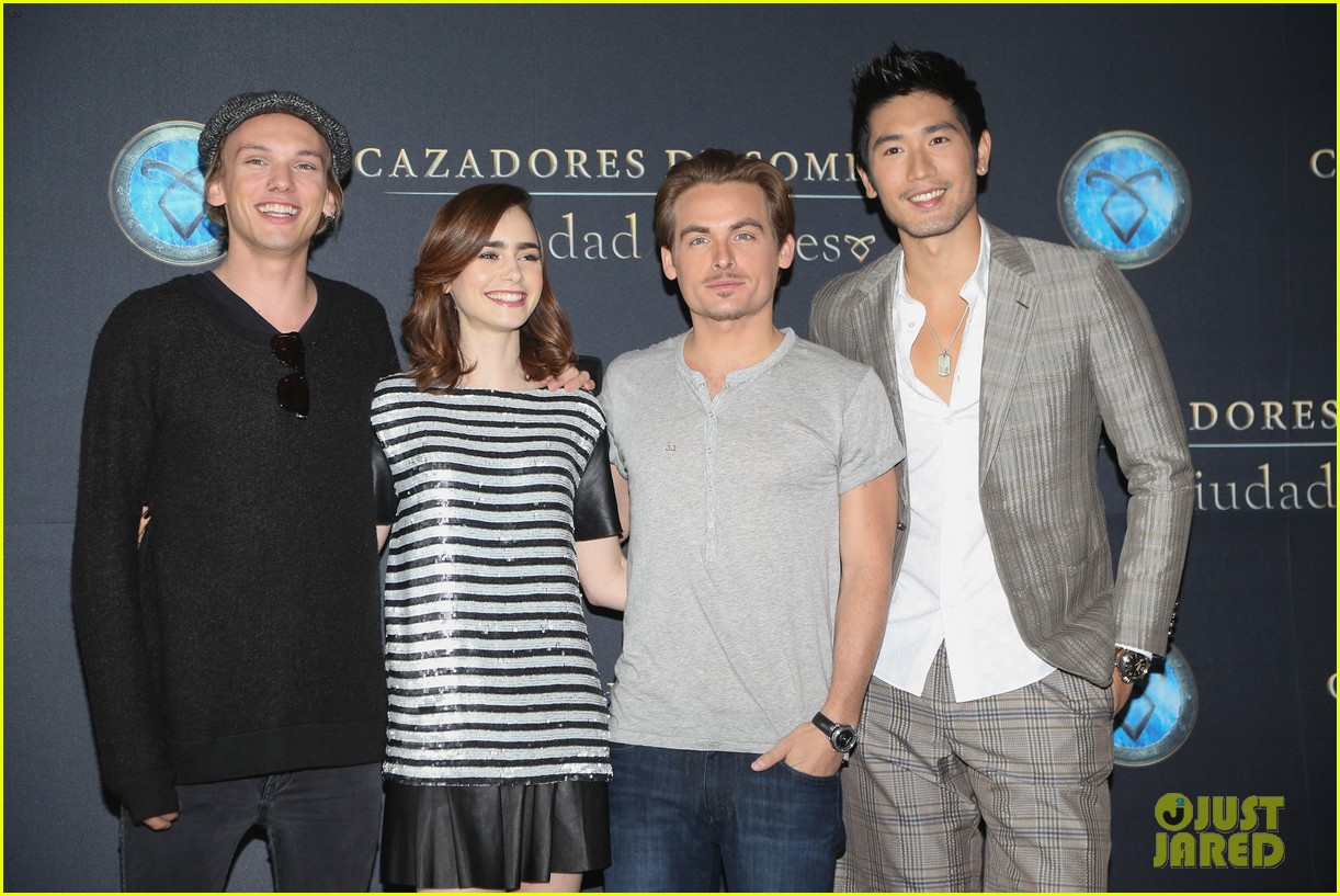 lily collins jamie campbell bower mortal instruments mexico city photo call 012938695