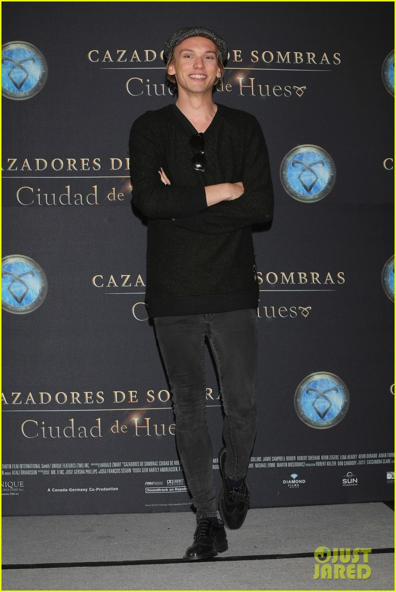 lily collins jamie campbell bower mortal instruments mexico city photo call 022938696