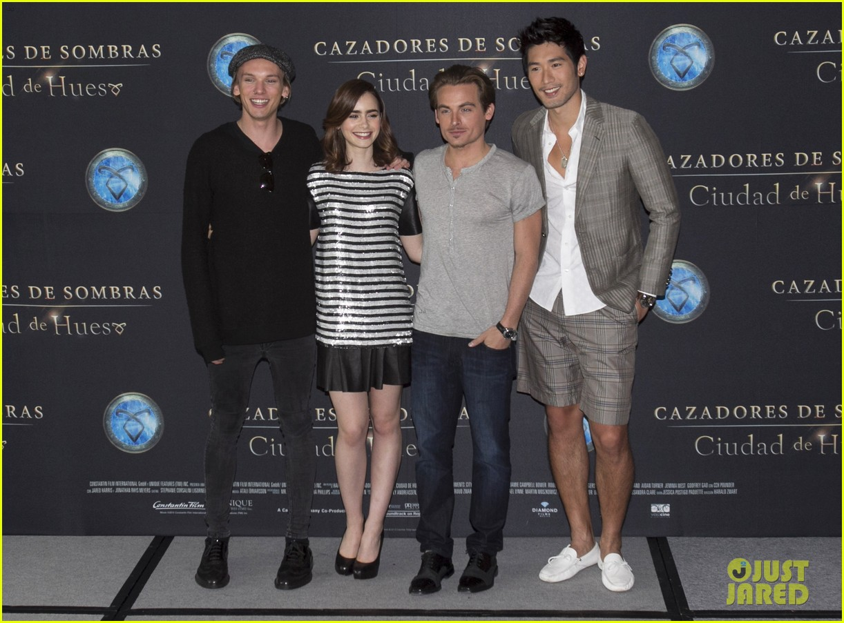 lily collins jamie campbell bower mortal instruments mexico city photo call 042938698