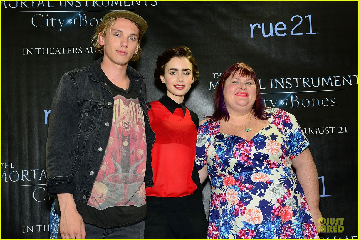 lily collins jamie campbell bower city of bones philly signing 022922990