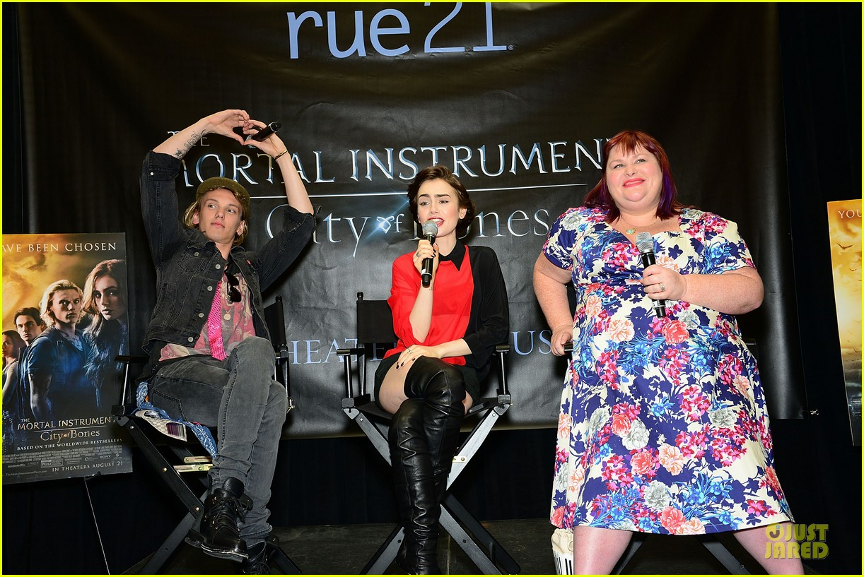 lily collins jamie campbell bower city of bones philly signing 032922991