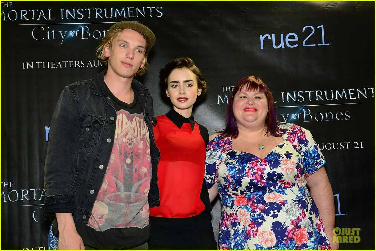 lily collins jamie campbell bower city of bones philly signing 062922994