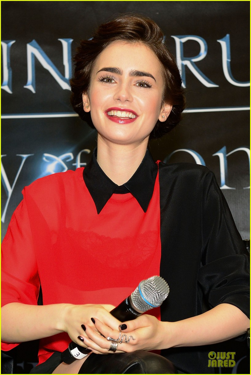 lily collins jamie campbell bower city of bones philly signing 072922995