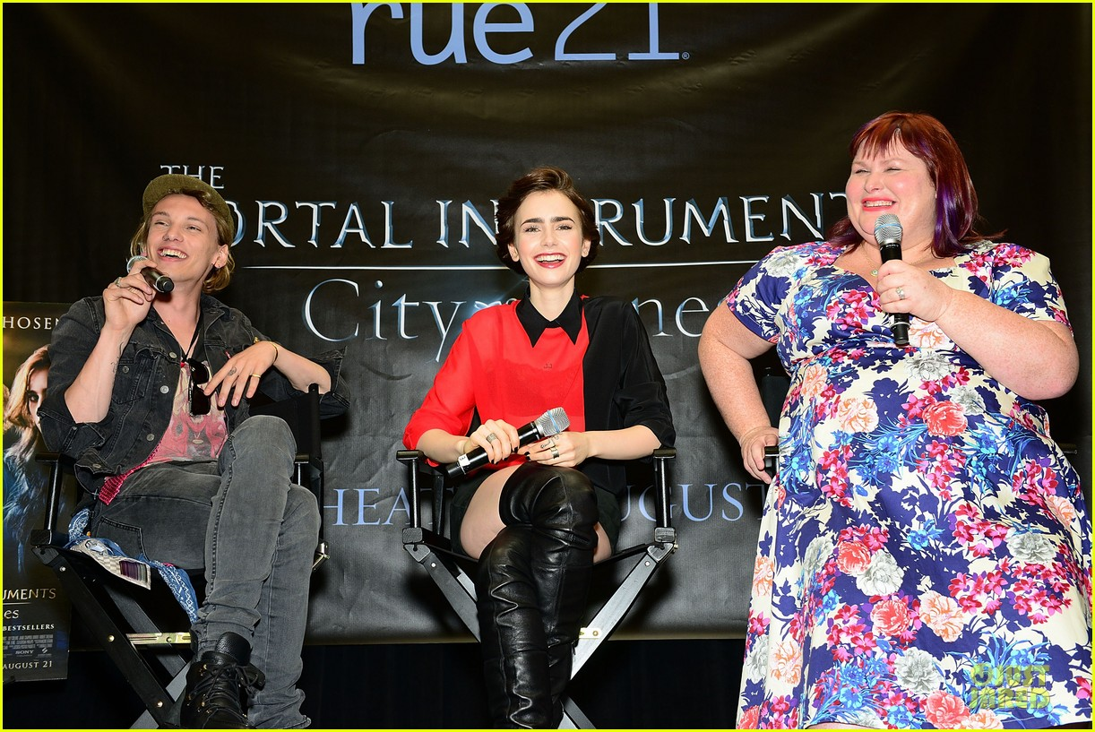lily collins jamie campbell bower city of bones philly signing 102922998