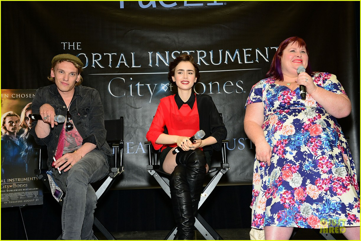 lily collins jamie campbell bower city of bones philly signing 112922999