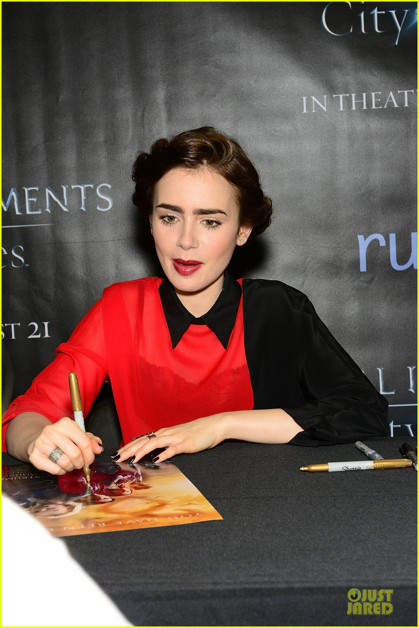 lily collins jamie campbell bower city of bones philly signing 132923001