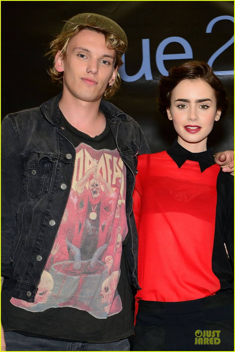 lily collins jamie campbell bower city of bones philly signing 192923007