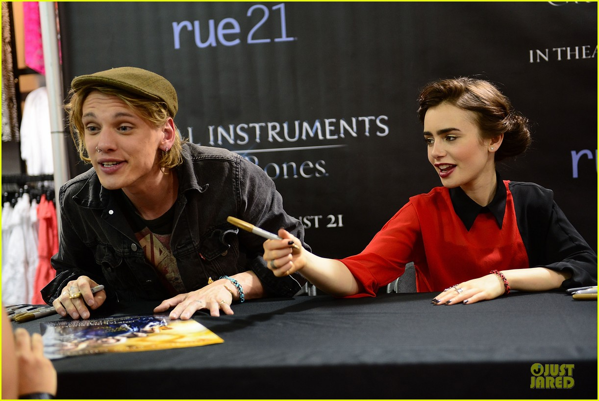 lily collins jamie campbell bower city of bones philly signing 212923009