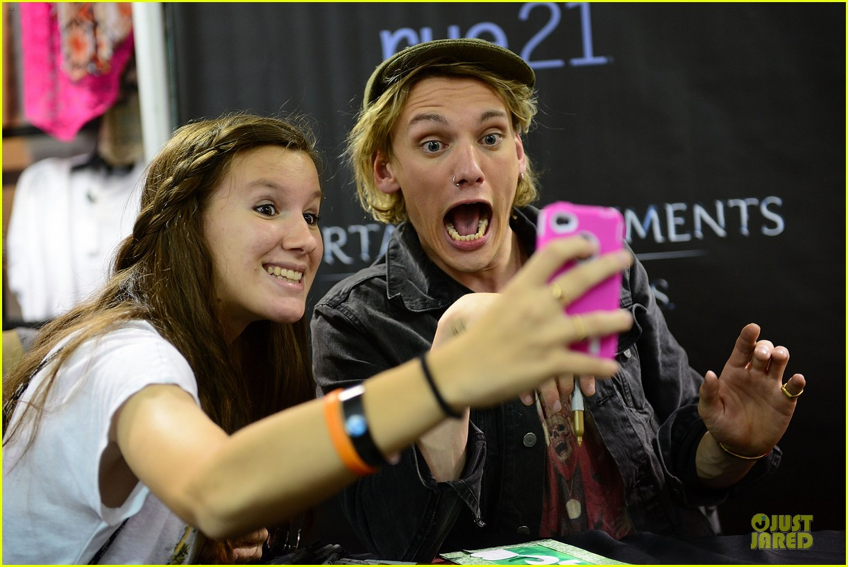 lily collins jamie campbell bower city of bones philly signing 26