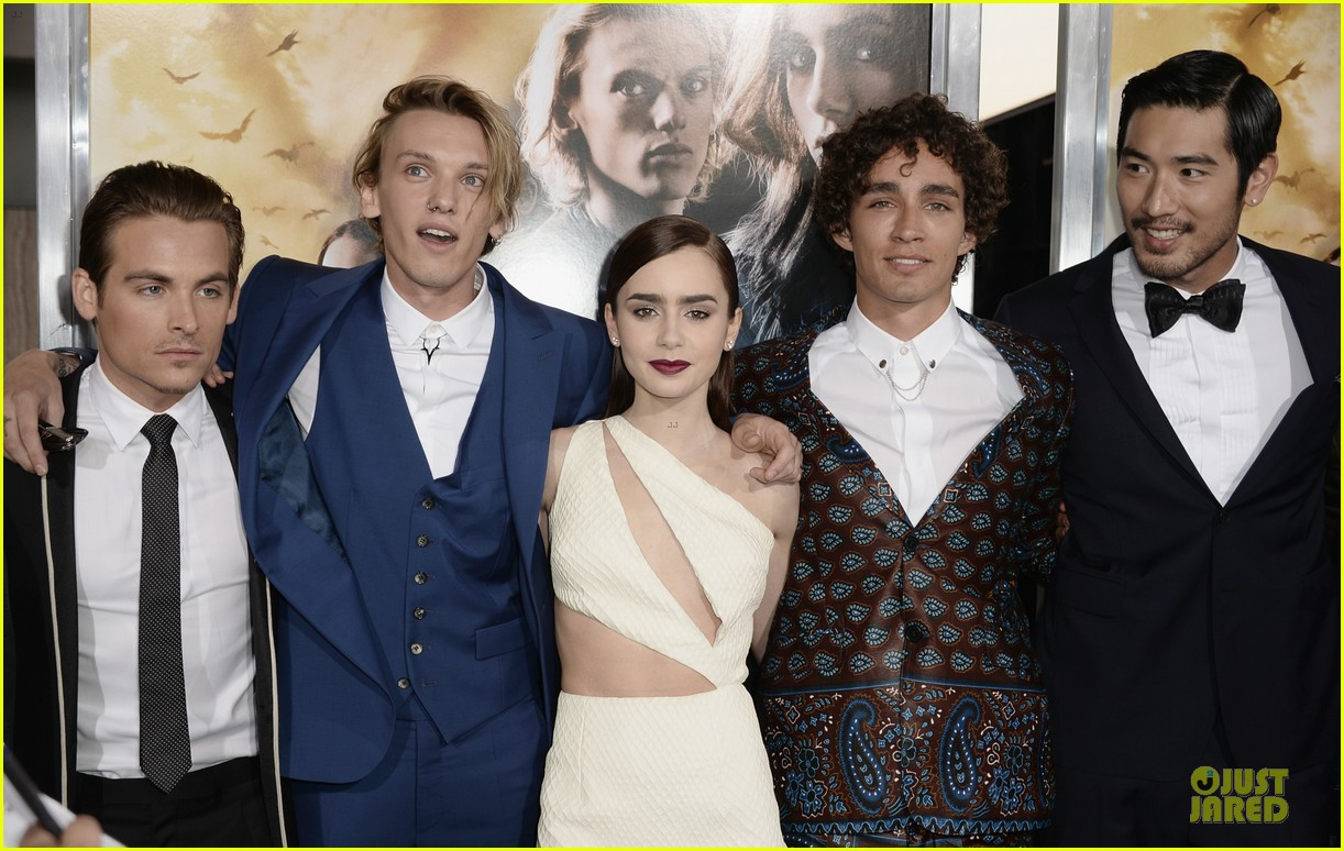 lily collins jamie campbell bower city of bones premiere 042928975