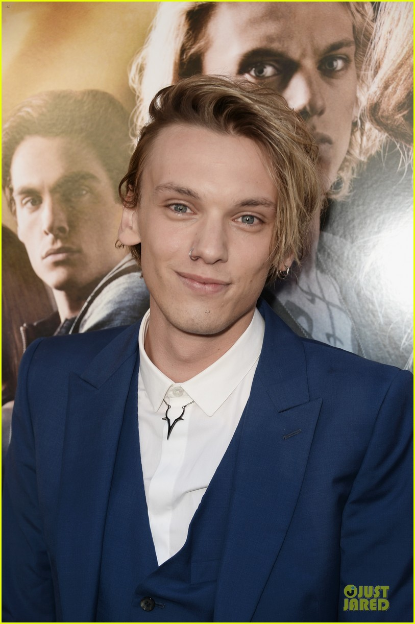 lily collins jamie campbell bower city of bones premiere 062928977