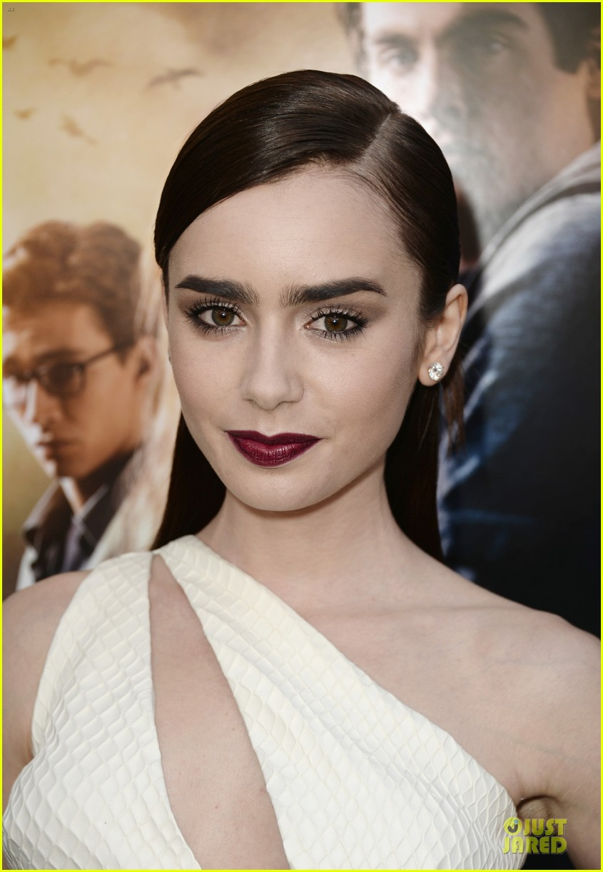 lily collins jamie campbell bower city of bones premiere 082928979