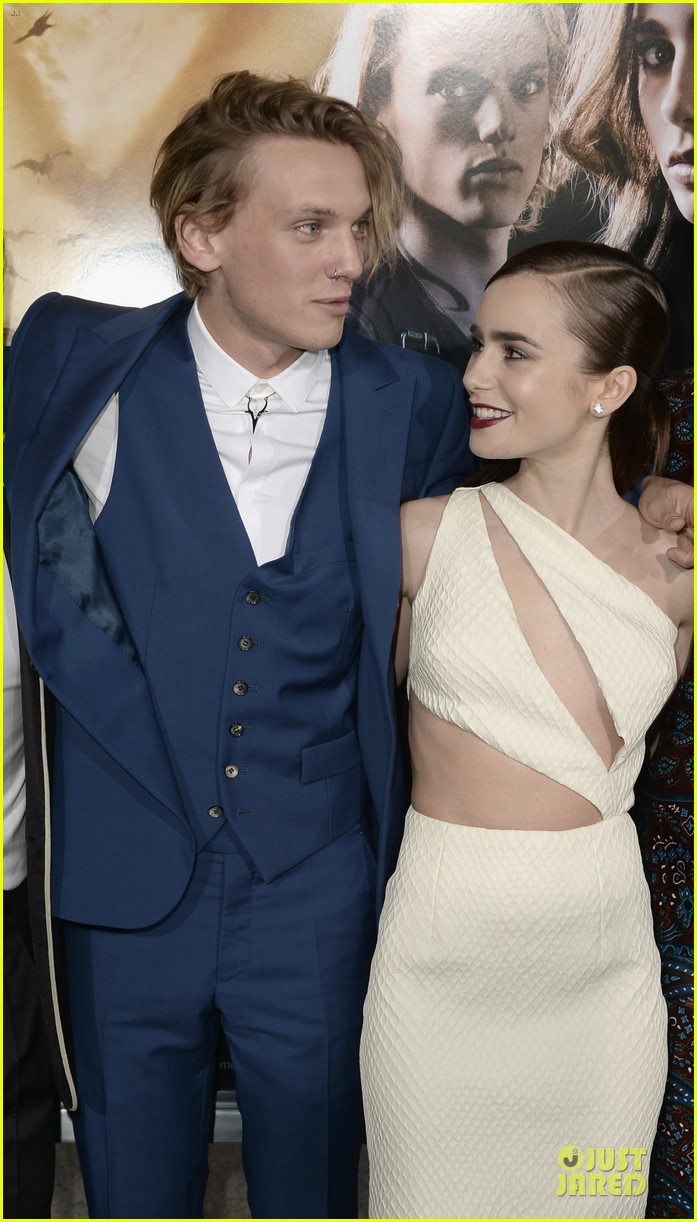 lily collins jamie campbell bower city of bones premiere 15