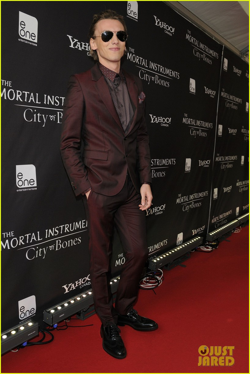 lily collins jamie campbell bower mortal instruments toronto premiere 032931094
