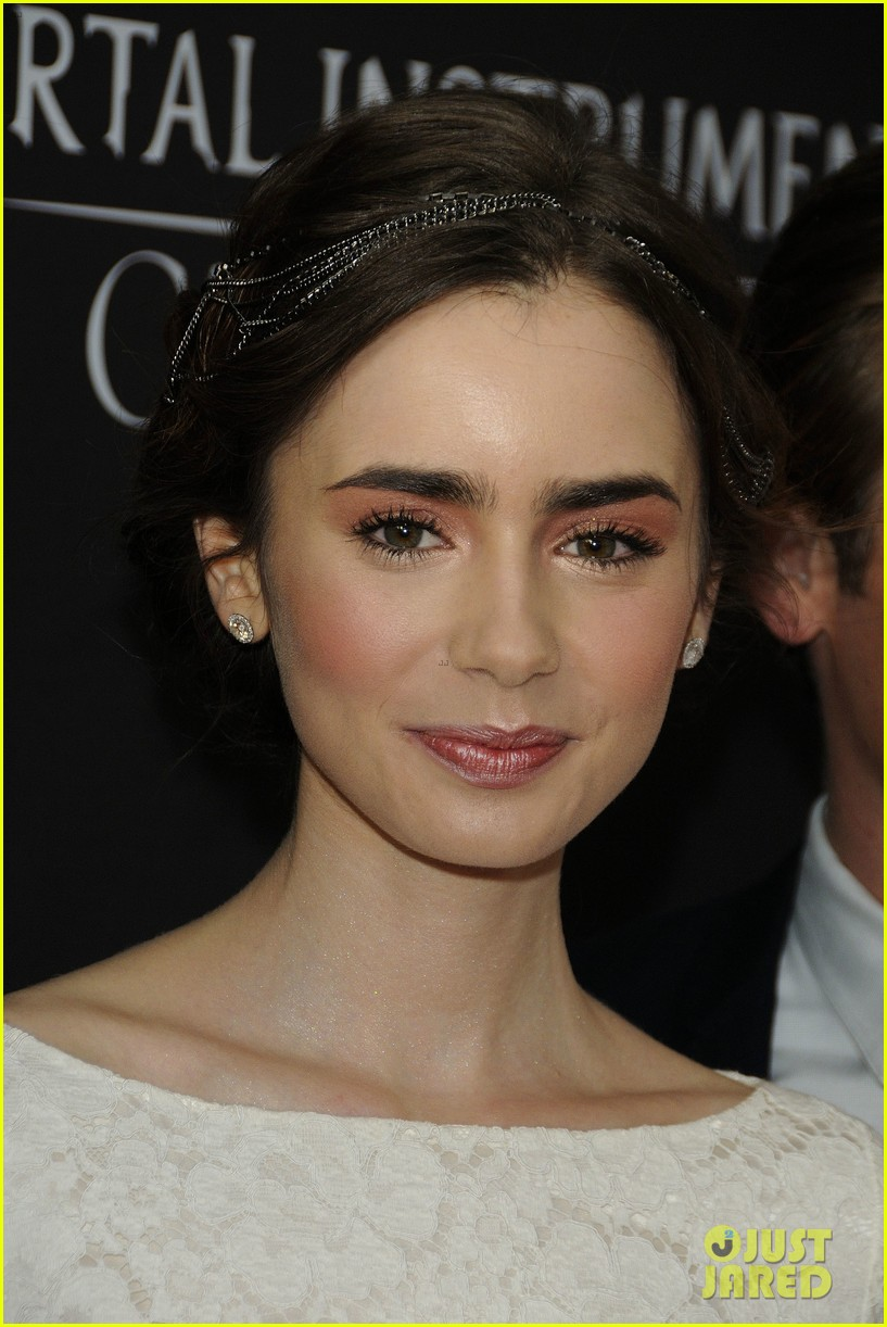 lily collins jamie campbell bower mortal instruments toronto premiere 17