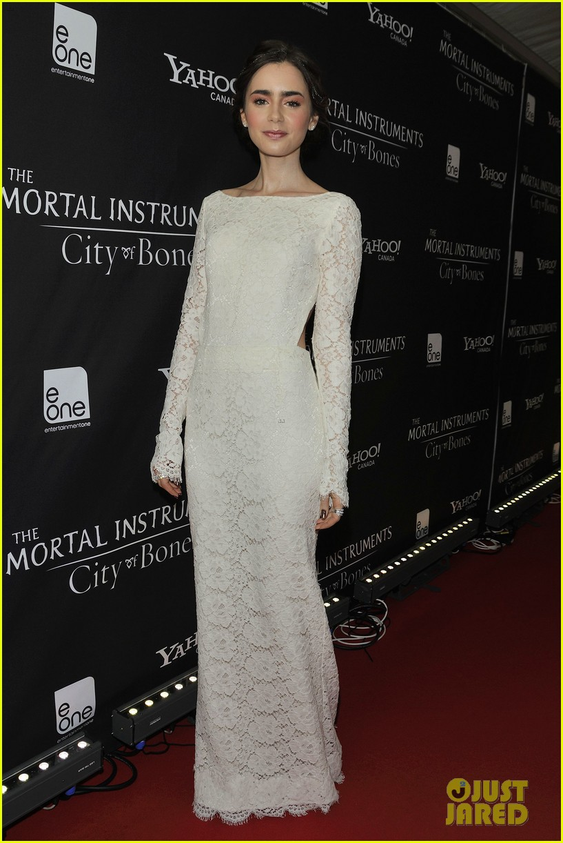 lily collins jamie campbell bower mortal instruments toronto premiere 19