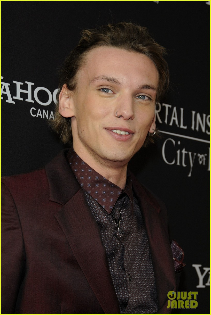 lily collins jamie campbell bower mortal instruments toronto premiere 202931111