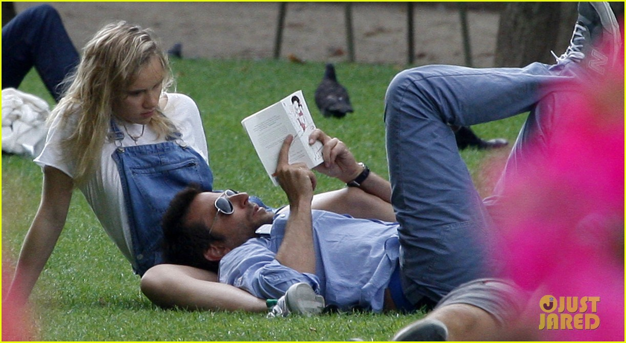 bradley cooper suki waterhouse snuggle in paris park 072938311